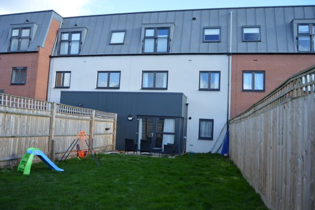 Thumbnail Flat to rent in Salisbury Road, Southall, Middlesex