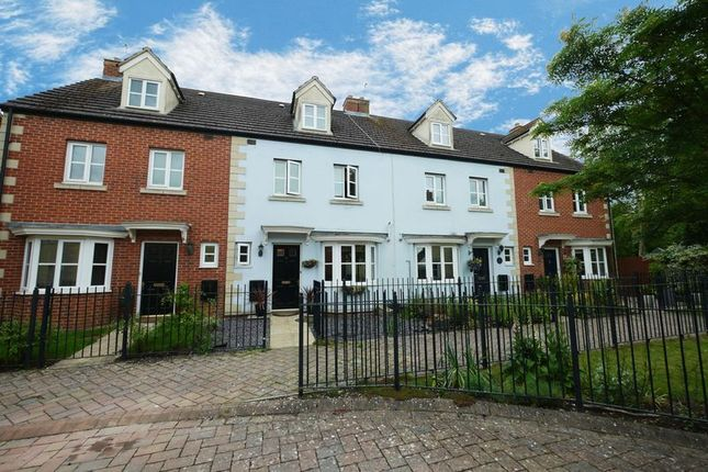 Thumbnail Town house for sale in Rutherford Place, Didcot