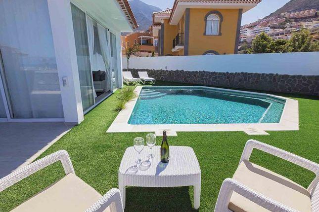 Thumbnail Villa for sale in Costa Adeje, El Madronal, Spain
