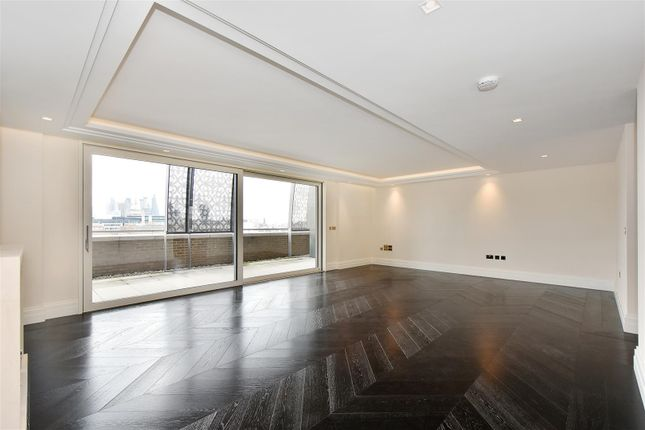Thumbnail Flat to rent in Clement House, 190 Strand, London