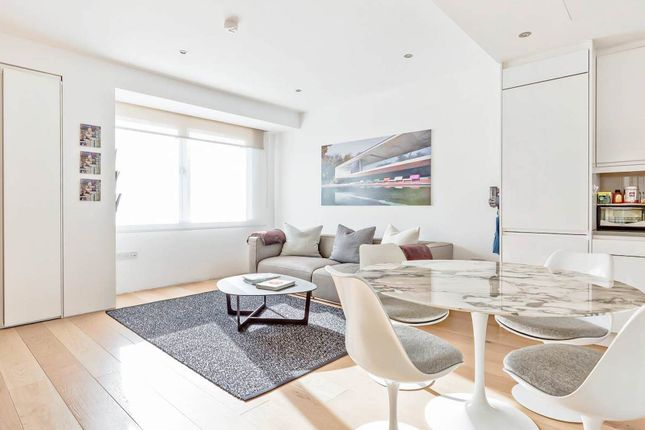 Flat to rent in Baker Street, London