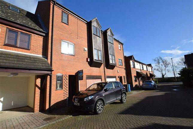 Thumbnail Terraced house to rent in Halyard Croft, The Marina, Hull