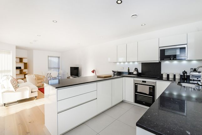 2 bed flat to rent in Water Lane, Kingston Upon Thames KT1