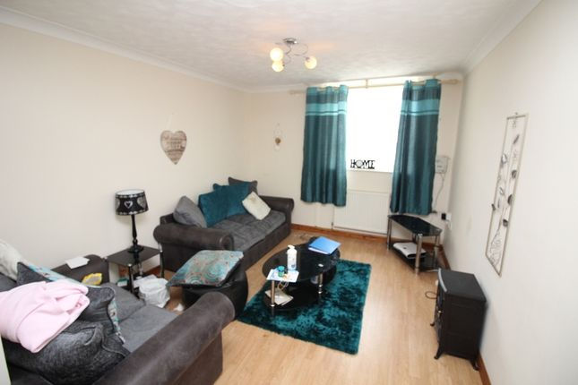 1 bed flat to rent in Elizabeth Venmore Court, Yorke Street, Milford Haven, Pembrokeshire. SA73