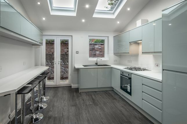 Thumbnail Shared accommodation to rent in Spa Road, Preston, Lancashire