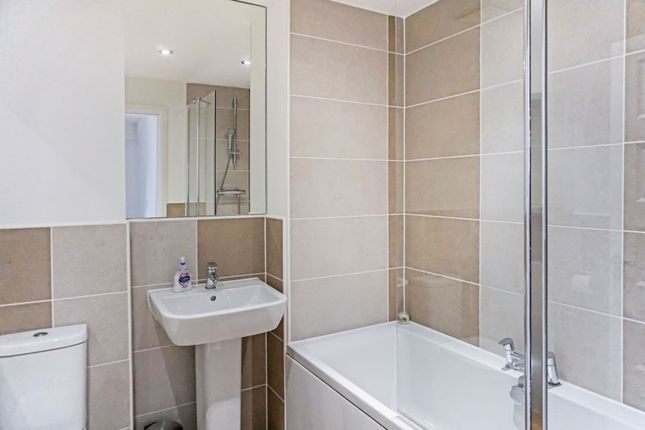 Family Bathroom of Maygreen Avenue, Cotgrave, Nottingham NG12