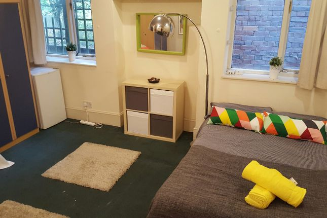 Thumbnail Town house to rent in Chatsworth Road, Kilburn