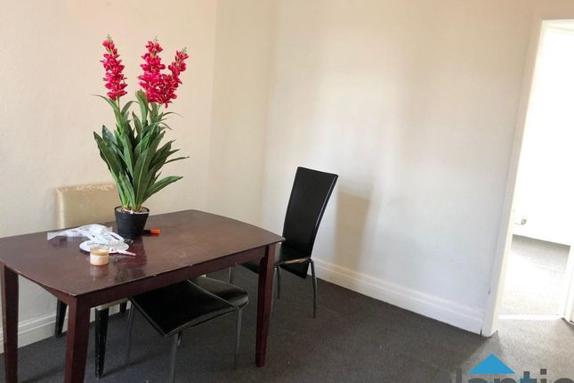 2 Bedroom 1st Floor Flat Part Furnished E10
