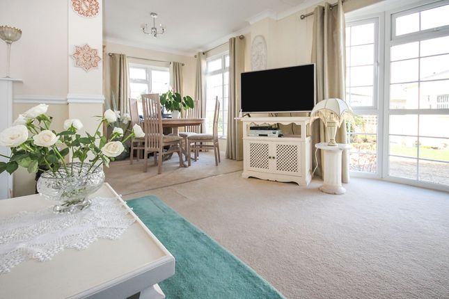 Thumbnail Mobile/park home for sale in Oaklands Park, Crossways, Dorchester