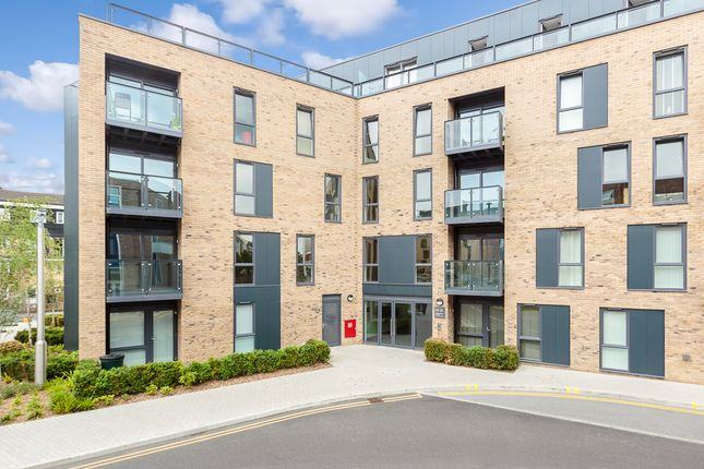 Thumbnail Flat for sale in Market Street, Addlestone