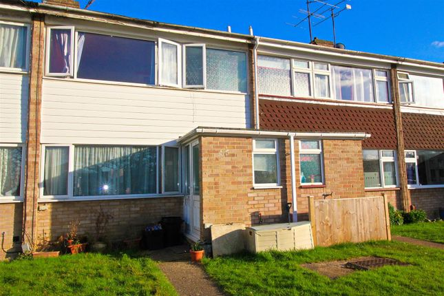 Thumbnail Property for sale in Hanwood Close, Woodley, Reading