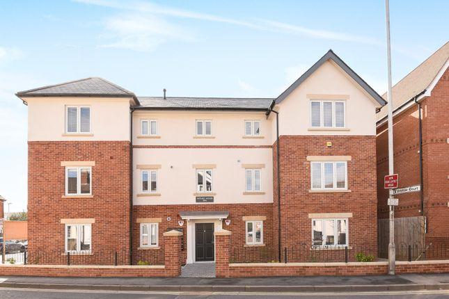 Thumbnail Flat to rent in Wolsey House, Gosbrook Road, Caversham, Reading