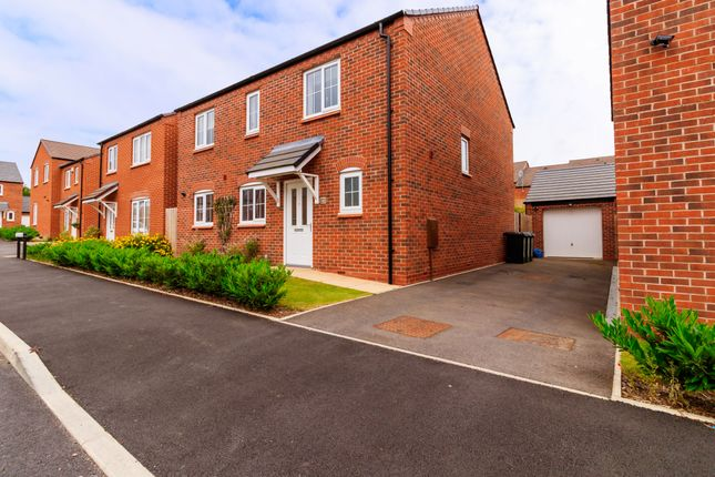 Thumbnail Detached house for sale in Chestnut Way, Alcester