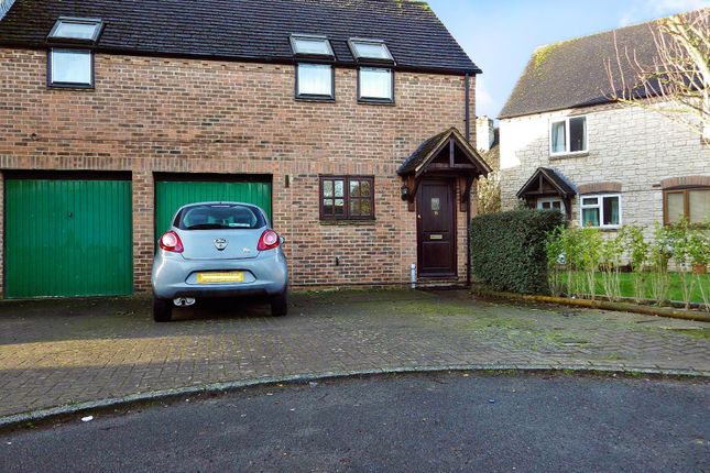 Thumbnail Semi-detached house to rent in Painswick Close, Witney, Oxfordshire