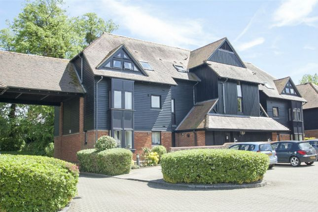 Thumbnail Property for sale in Palace Gate, Odiham, Hook