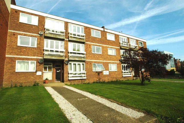 2 bed flat to rent in Dartmouth Road, London SE26