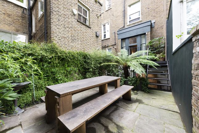 Garden Alt of Elgin Crescent, London W11
