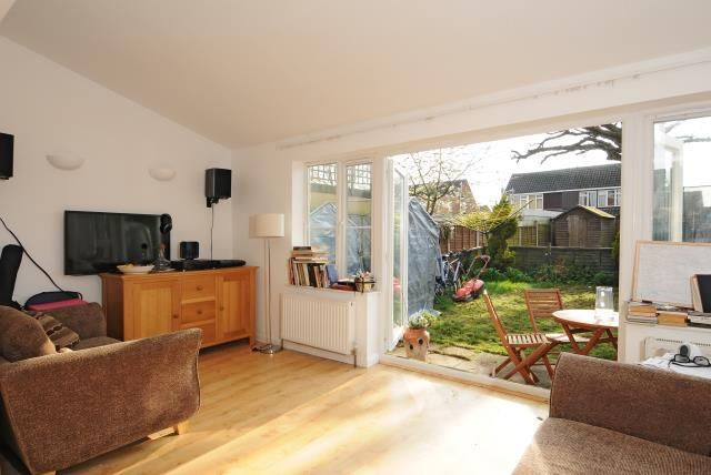 Thumbnail Flat to rent in Sutherland Avenue, Sunbury On Thames