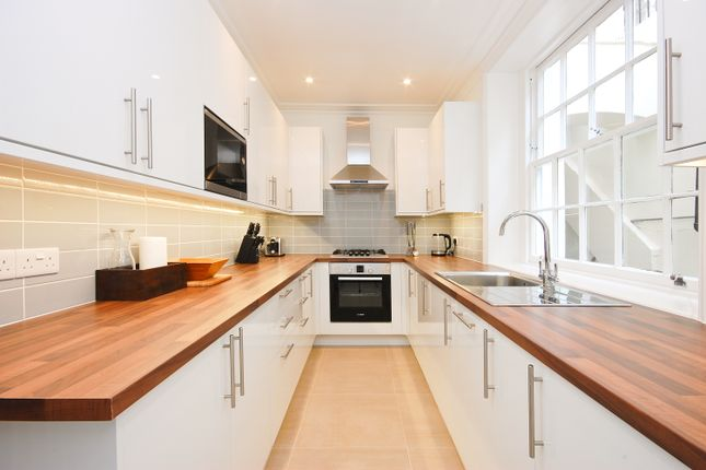 2 bed flat to rent in Craven Hill, London