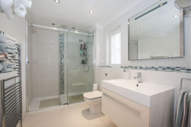 En-Suite of Cypress Avenue, Welwyn Garden City AL7