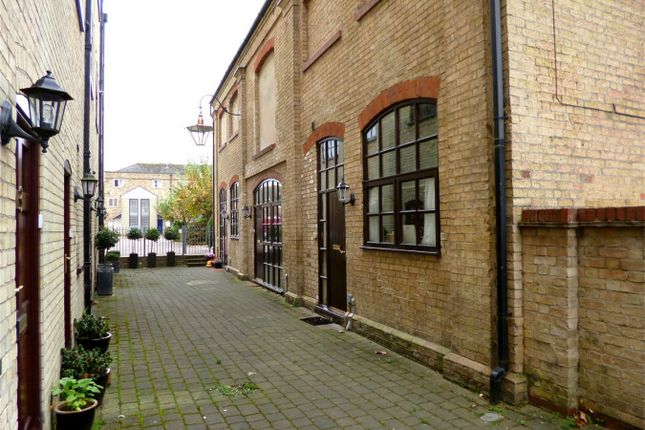 Thumbnail Town house for sale in Fishers Yard, St. Neots