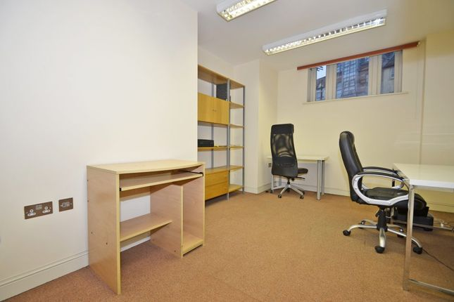 Commercial property to let in College Street, Worcester