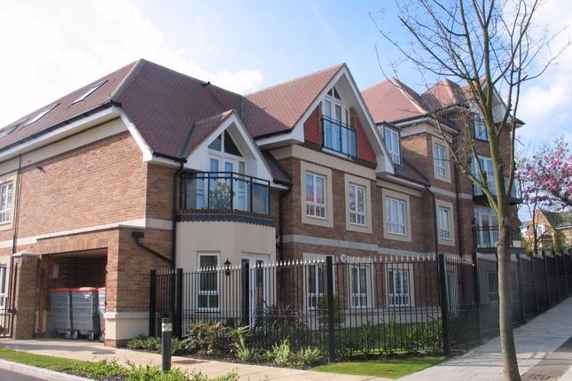 Thumbnail Flat to rent in Compass Close, Glendale Avenue, Edgware, Middlesex