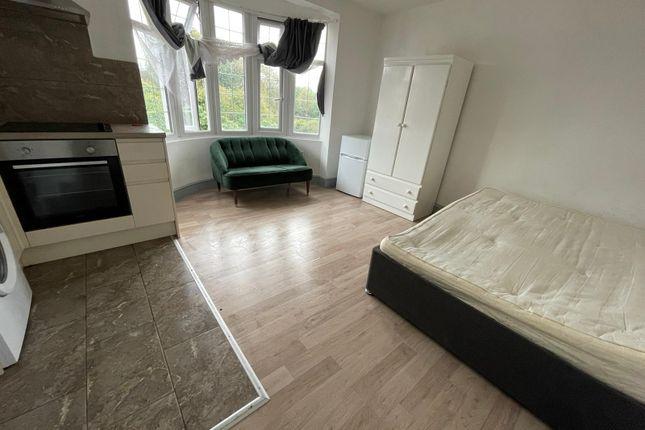 Studio to rent in 23 Eltisley Road, Ilford, Essex IG1