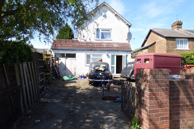 Thumbnail Detached house for sale in Mays Lane, Barnet, Herts