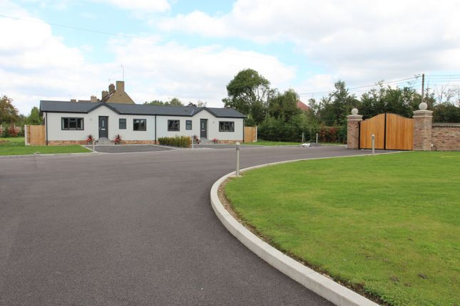 Thumbnail Bungalow to rent in Long Green, Nazeing