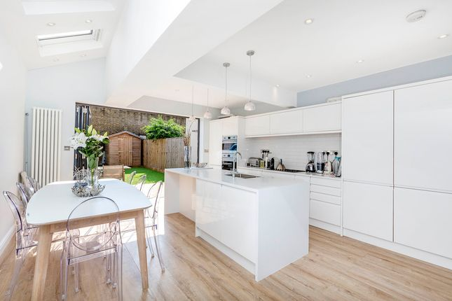 Thumbnail Property to rent in Effra Road, London