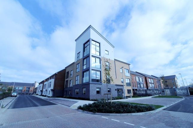 2 bed flat to rent in Longships Way, Reading RG2