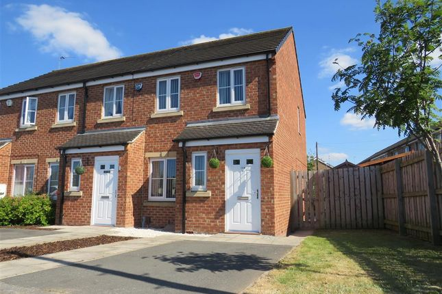 Thumbnail Property to rent in Swarcliffe Avenue, Leeds