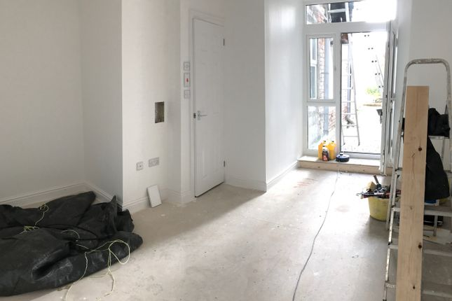 Thumbnail Flat to rent in Fore Street, Camborne