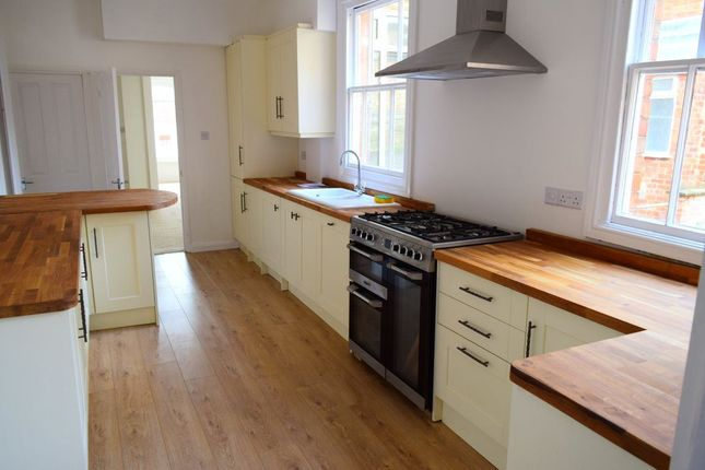 Thumbnail Property to rent in Royal Terrace, Barrack Road, Northampton