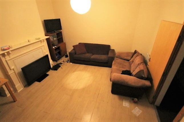 Thumbnail Terraced house to rent in Manor Terrace, Hyde Park, Leeds