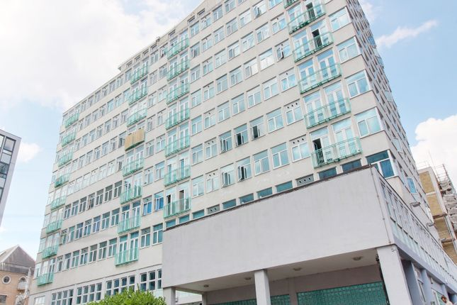 Studio to rent in Victoria Avenue, Southend-On-Sea SS2