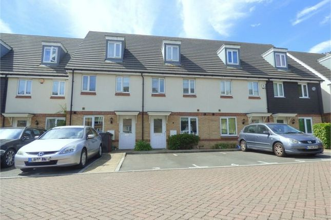 Thumbnail Town house to rent in Thornhill Court, Langley, Berkshire