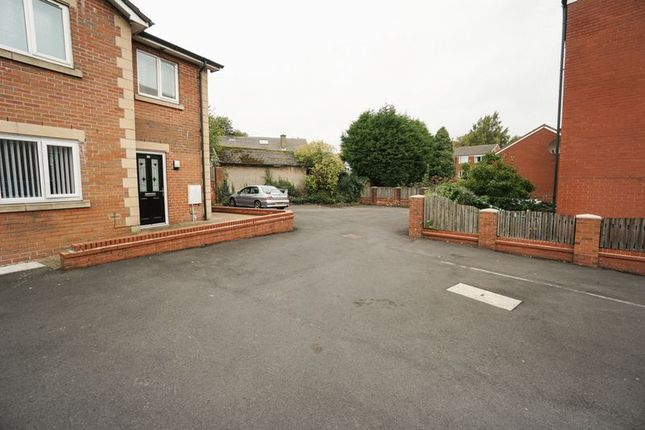 2 bed flat to rent in Hough Street, Bolton BL3