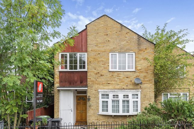 Thumbnail Terraced house for sale in Foxborough Gardens, London