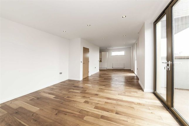 Thumbnail Flat for sale in Pitfield Street, The Residence, Hoxton