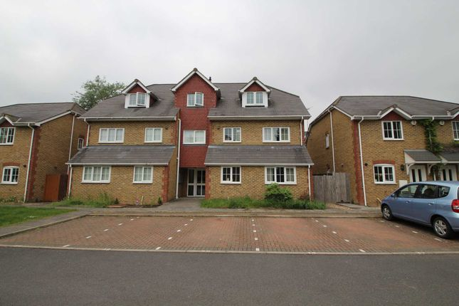 Thumbnail Flat to rent in The Mallards, Hemel Hempstead
