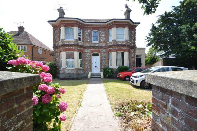 Thumbnail Flat to rent in Lansdowne Road, Worthing