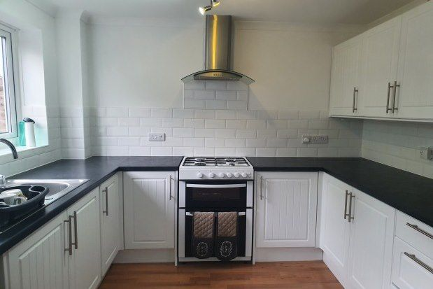 2 bed property to rent in Home Mead, Waterlooville PO7