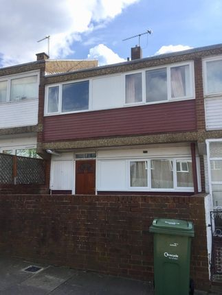 Thumbnail Terraced house to rent in Gaywood Close, London