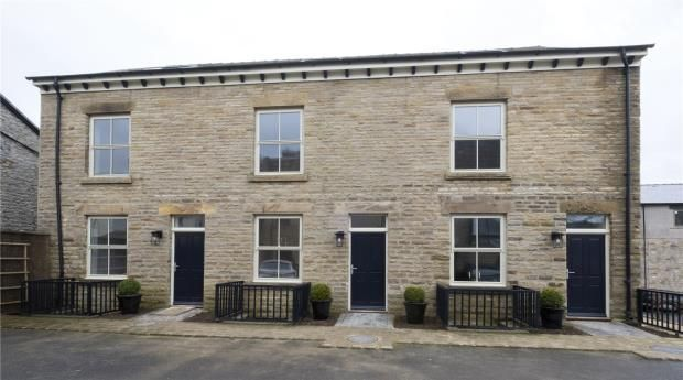 4 bedroom end terrace house for sale in Otter Court, Buxton