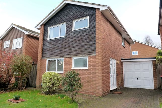 3 bed detached house to rent in Kelso Close, Worth, Crawley RH10