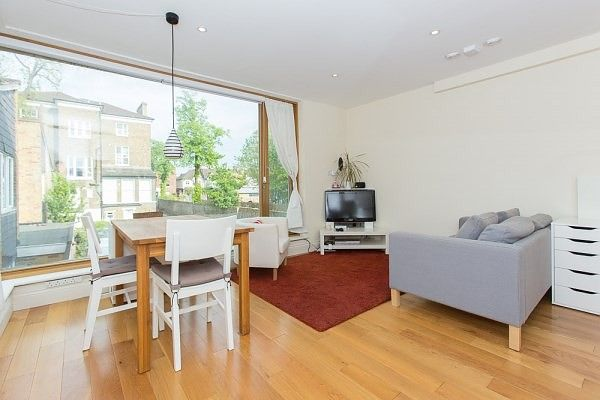 Thumbnail Mews house to rent in Kings Mews, Clapham