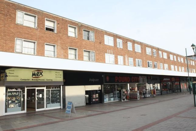 Thumbnail Flat to rent in Marlowes, Hemel Hempstead