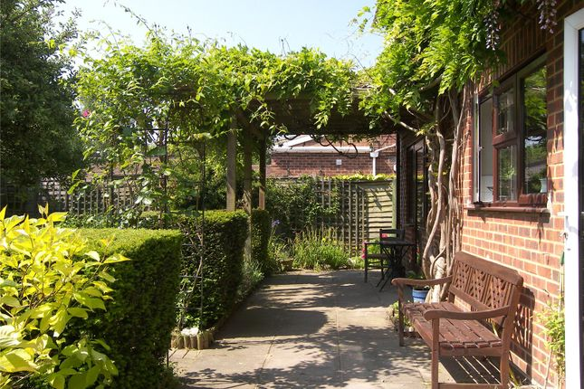 Garden 4 of Old Bath Road, Charvil, Berkshire RG10